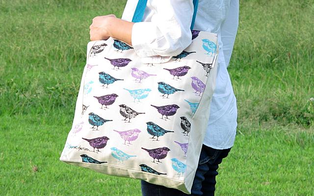 青い鳥のトートバッグ